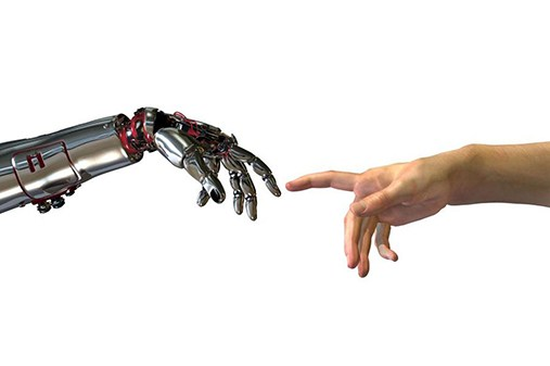 robot e uomo in contatto